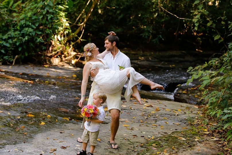 Romantic wedding at the top of the waterfalls