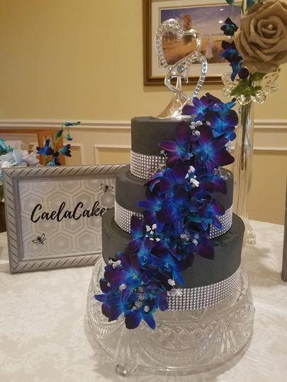 Black chic cake