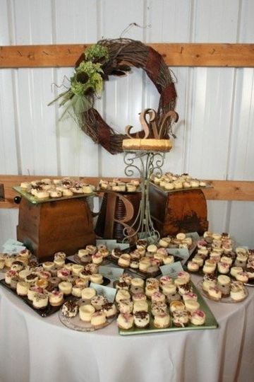 muddy paws cheesecake wedding cake minneapolis mn weddingwire. Black Bedroom Furniture Sets. Home Design Ideas