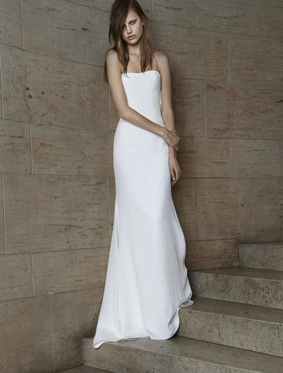 This Vera Wang Odelle 112015 wedding dress is simple, yet extremely elegant! The back of this gown...