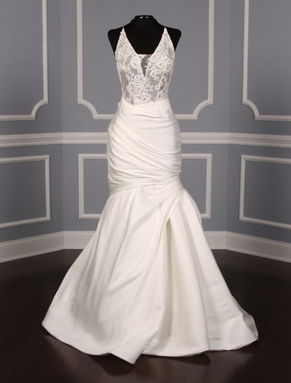 This Monique Lhuillier Hadley wedding dress is elegant and sexy!  The bodice is made from gorgeous...