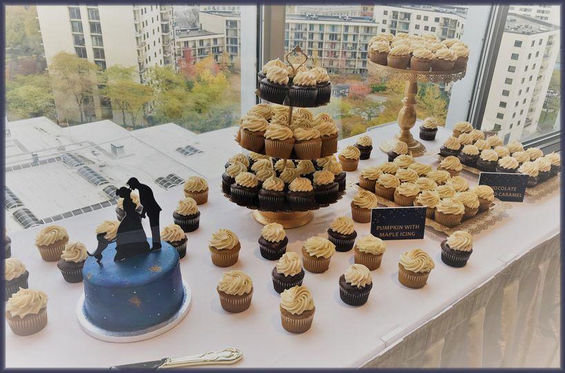 Starry Night Cake & Cupcakes