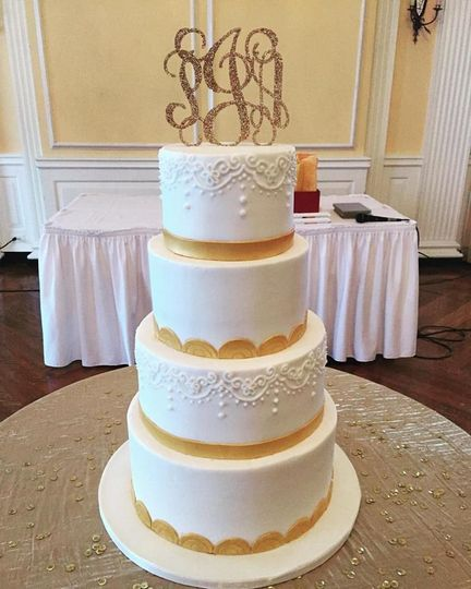 Four tier cake with yellow lining