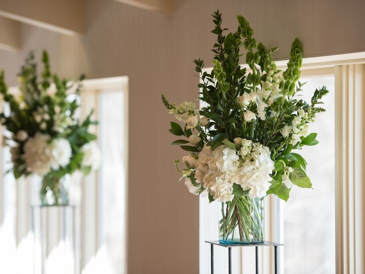 Tmx Lake Park Bistro Wedding 0010 51 91609 1555701106 Milwaukee, WI wedding florist