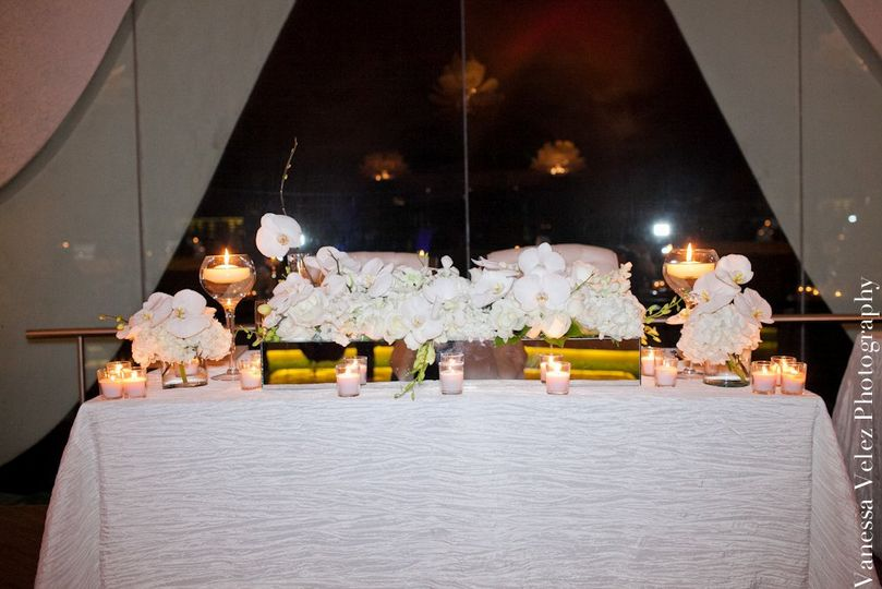 Classic/Romantic Bride and Groom Table