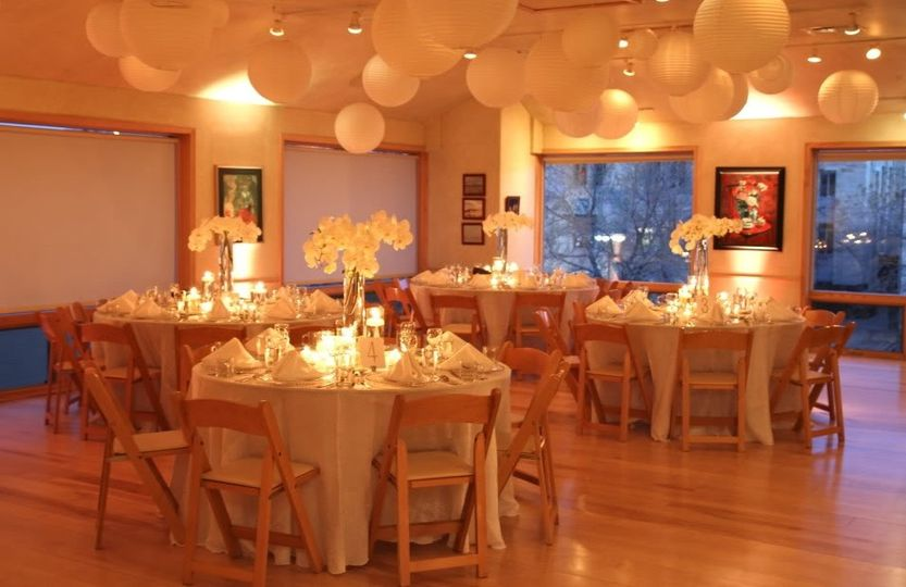Crisp Whites & Warm Beiges Enhance the Feeling of Rembrandt Yard's Modern Downtown Wedding Space