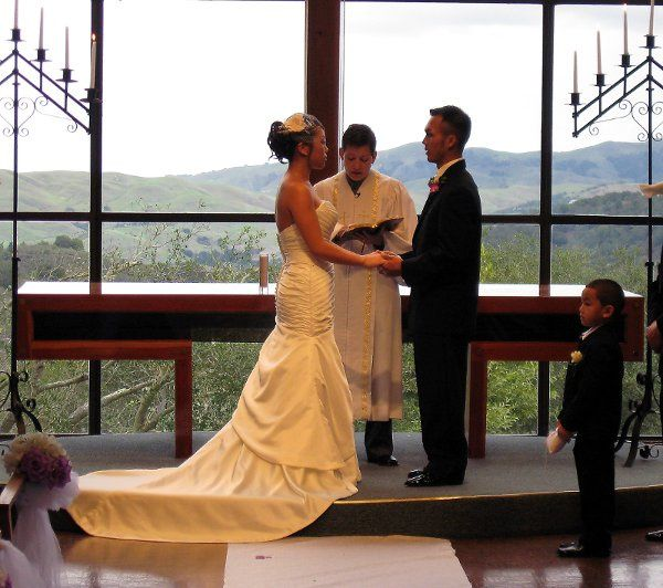 The backdrop of the East Bay Hills creates a special wedding setting.