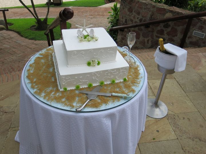 Destination Wedding Cake and ChampagneMexico