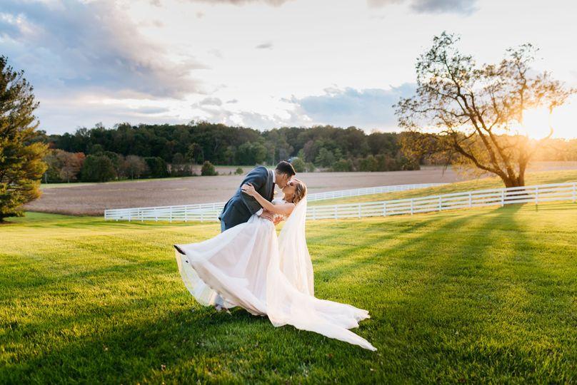 veranda lawn wedding couple 51 942809