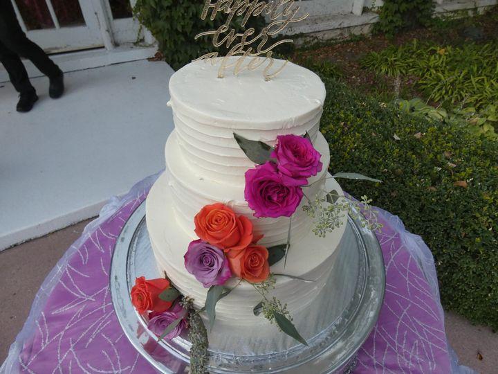 Simple flowery cake