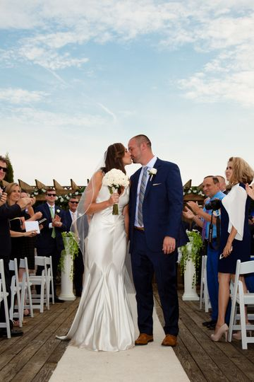 Kiss at the aisle