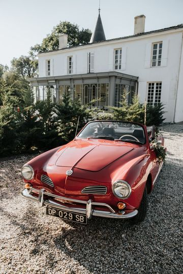 Vintage car in front of Château