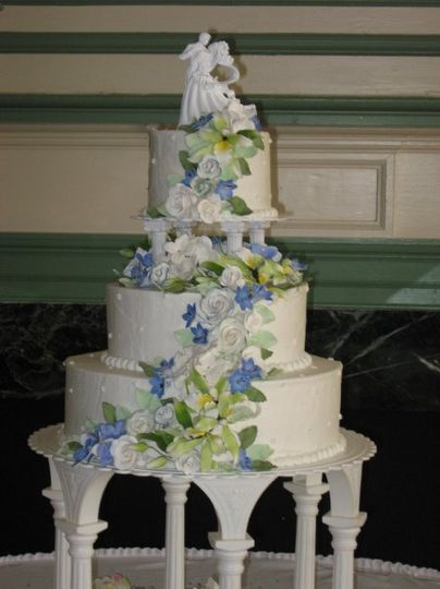 the perfect cake wedding cake chambersburg pa weddingwire. Black Bedroom Furniture Sets. Home Design Ideas