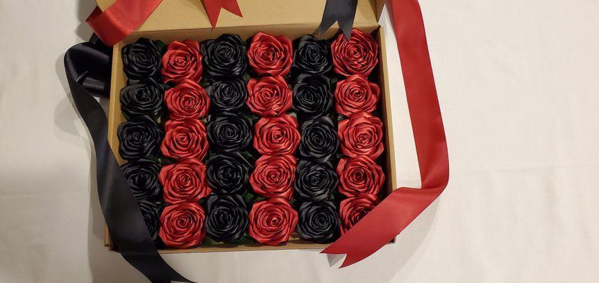 Black & Mauve Ribbon Roses