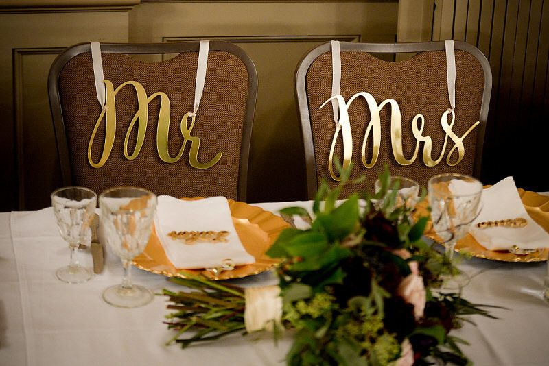 Sweetheart table | Photo by: Digital Galleria Designs