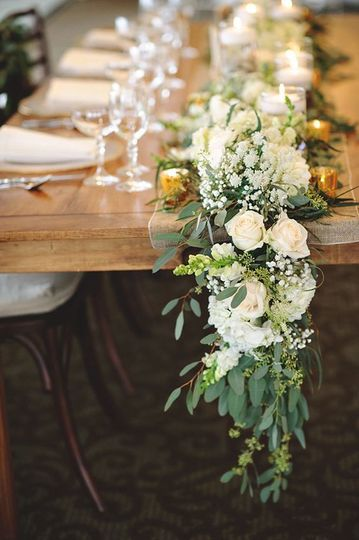 Farm table style garland