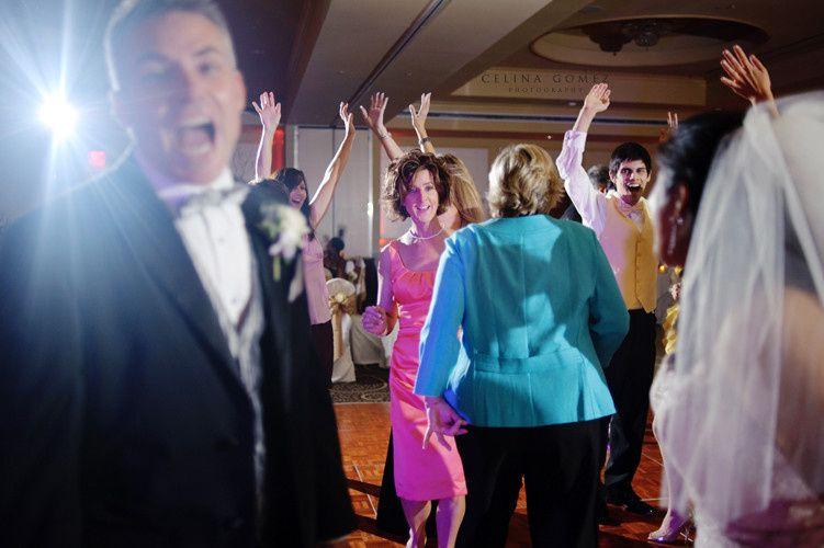 Dallas Wedding DJ -The right DJ Company