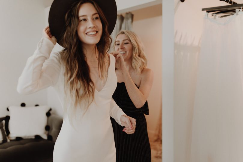 Brides in hats, yasss...