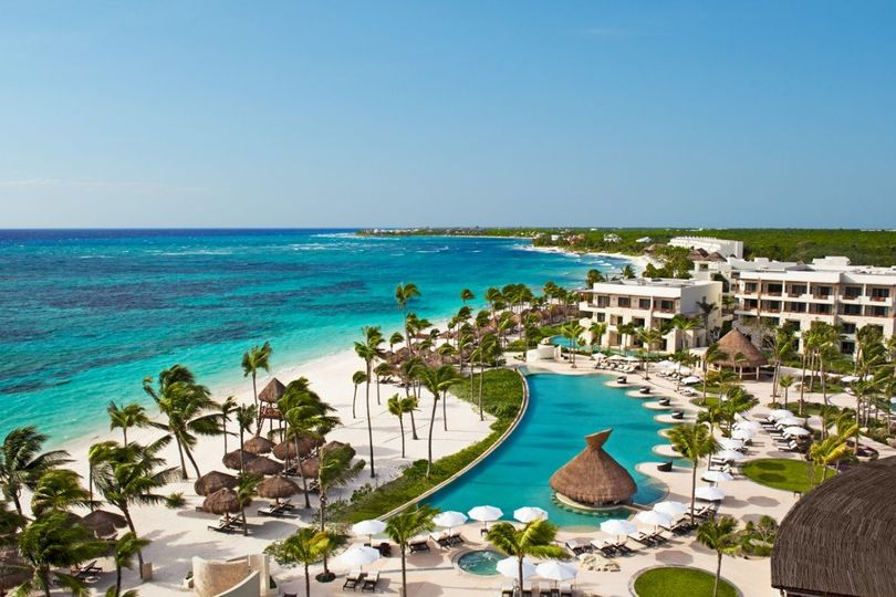 panoramic view of the infinity pool and beach 1170x780 51 1861119 158069822158945
