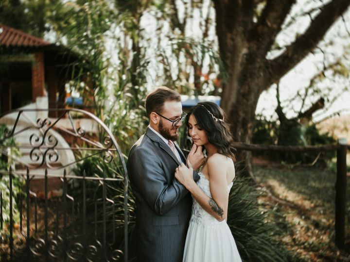Tmx Groom And Bride Standing Outside A Gate 3204419 51 1973119 159251875897928 Los Angeles, CA wedding planner