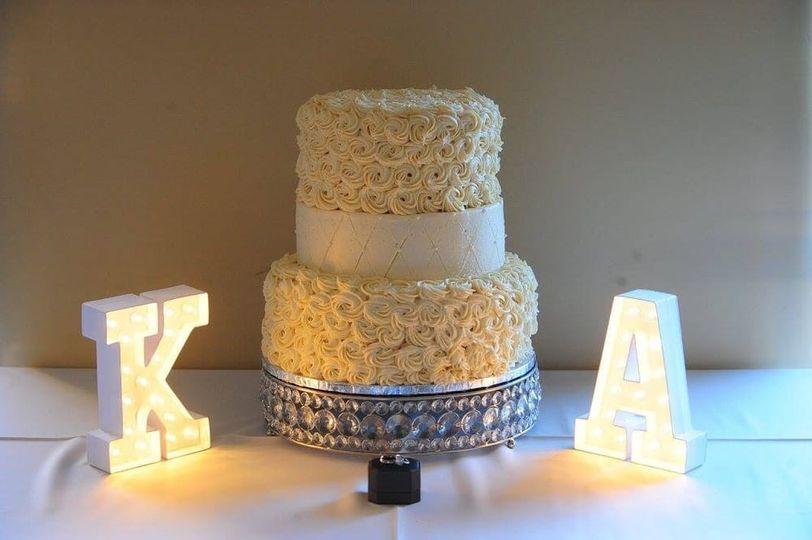 Detailed white cake