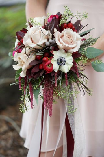 9a31b60e3788aa4f BeigeAndBurgundy BridalBouquet Environmental5