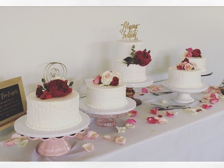 Tmx 1517763167 4b96cfb9c44a347e 1517763165 3e88b9be53f61226 1517763165347 3 ButtercreamWedding Denver wedding cake
