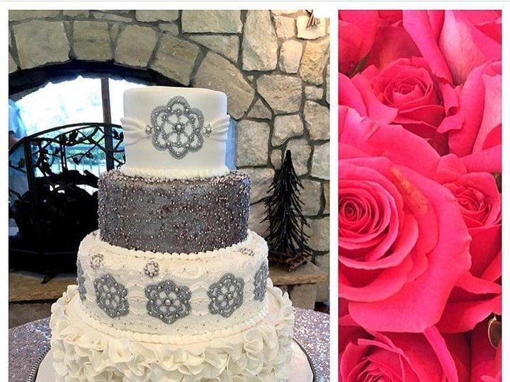 Tmx 1517763260 3d14884f6f1e3a2e 1517763259 22d7a46a1534e1e4 1517763258917 6 FondantWeddingWhit Denver wedding cake