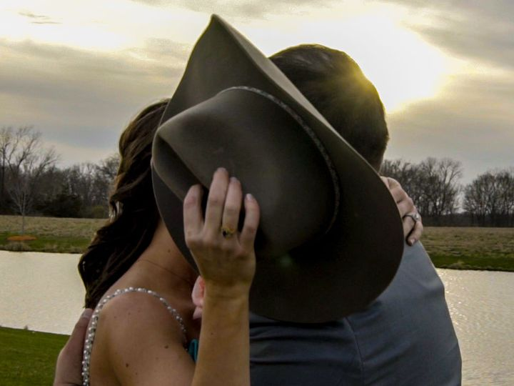 Tmx 1534882512 833a3d109342d6c8 1534882510 F8e3ff69e284ff23 1534882485092 3 8 Wapello, IA wedding videography