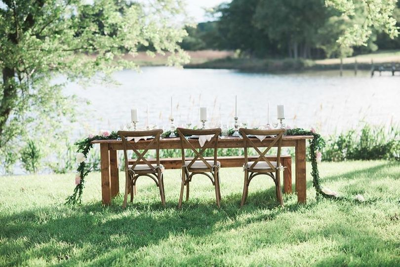 Table setting outdoors |  Photo: brittney livingston photography