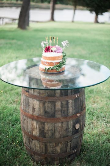 Barrel table | Photo: Brittney Livingston Photography
