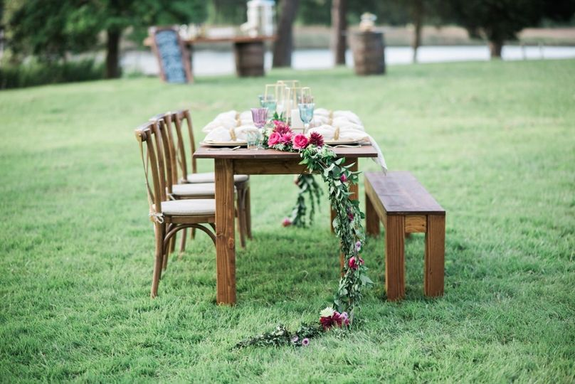 Outdoor table setting | Photo: Brittney Livingston Photography