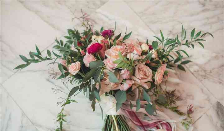 Lori's Flowers Weddings and Special Events