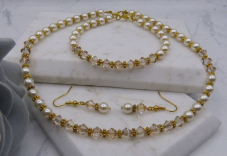 Isabelle pearls and crystals