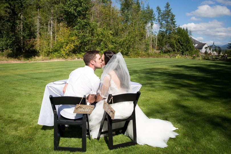 Sweetheart table on back lawn