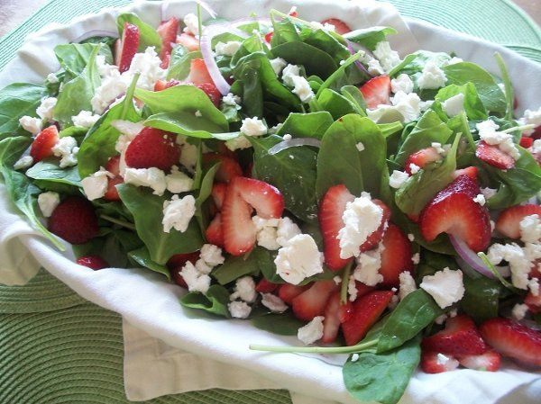 StrawberrygoatcheeseSalad