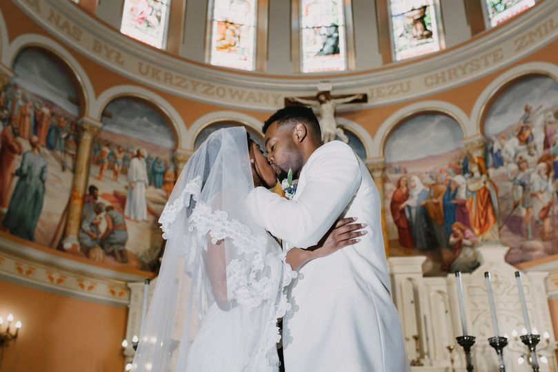 First kiss as a married couple - Good Omen Photography