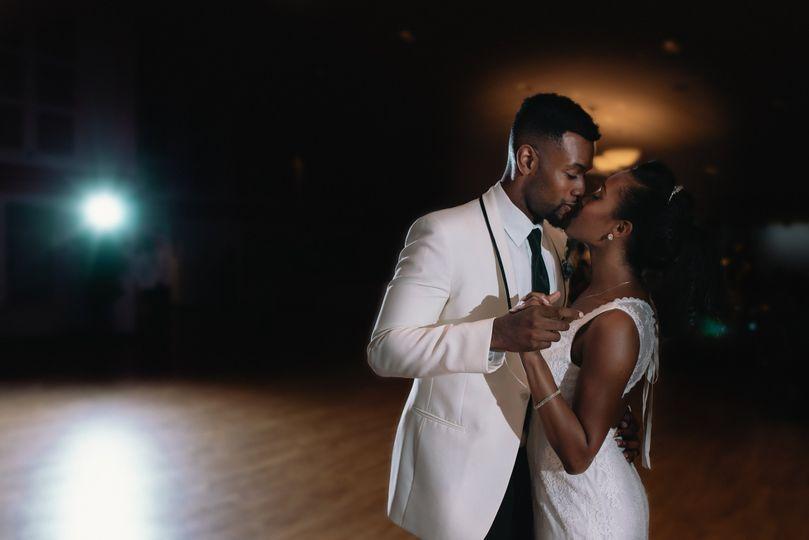 Newlyweds dancing - Good Omen Photography