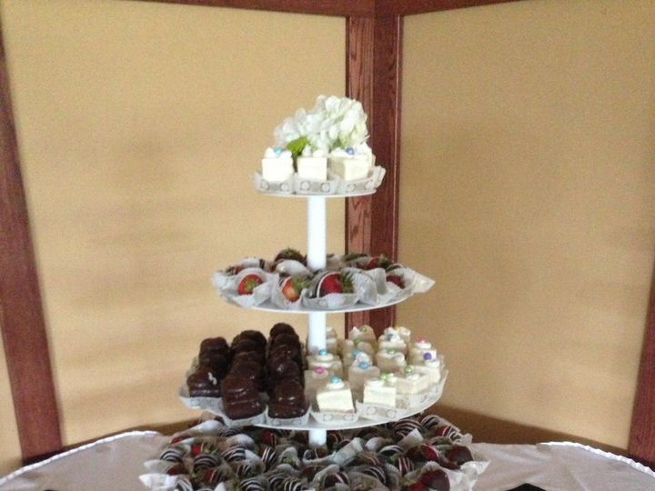 Tmx 1427992486904 Bakery Aug 2013 105 Lake Geneva wedding cake