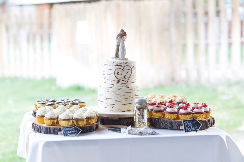 Buttercream Birch Tree w/ Wedding Cucpcakes