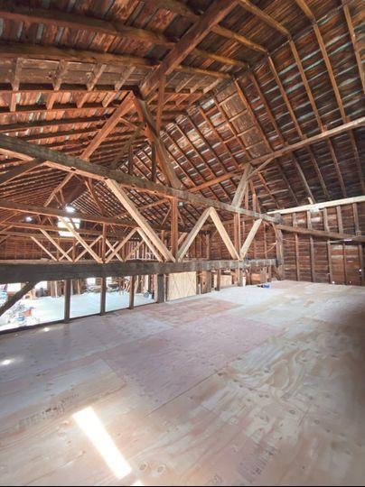 Spacious barn loft