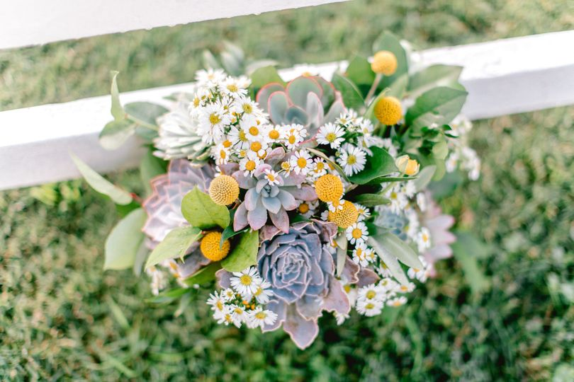 Bride's bouquet~ fresh camomile, succulents