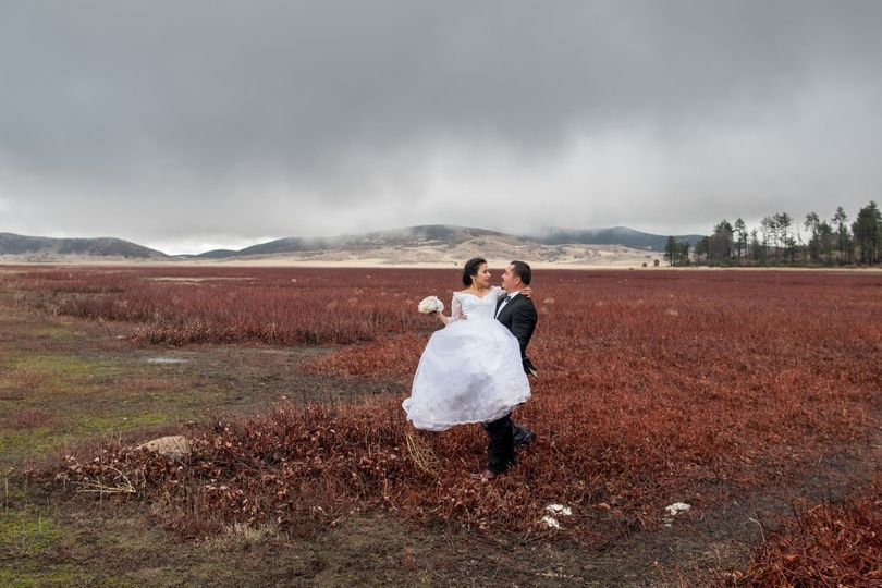 Stunning Wedding in the Fridgid Cold at Lake Cuymaca in Julian California. // Weddings in Julian CA