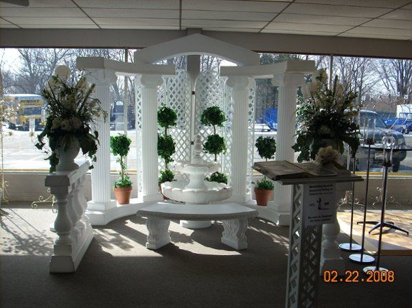 2 1/4 colonades with a peaked arch