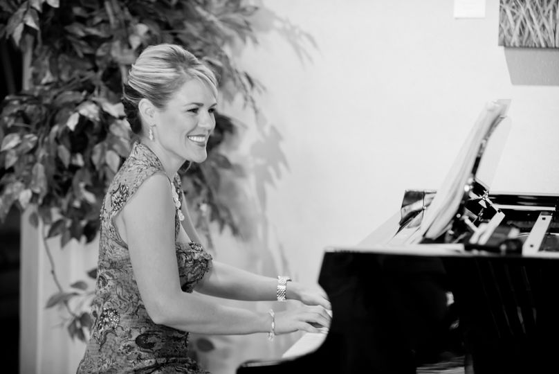 lauren bw piano