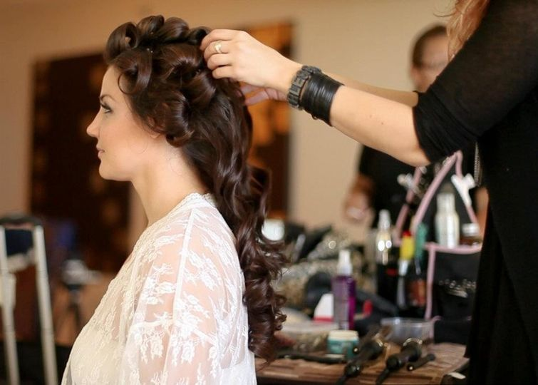 Styling bride's hair