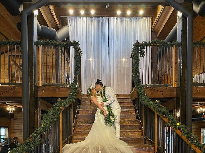 Tmx Morgan Silver On Grand Staircase Tolman Media 51 1897719 161832275653627 Ferris, TX wedding venue