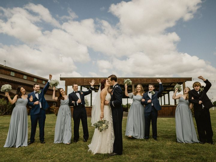 Tmx Scott Yoder Photo Bridal Party Cheering On Married Couples Kiss 51 1897719 162188861675238 Ferris, TX wedding venue