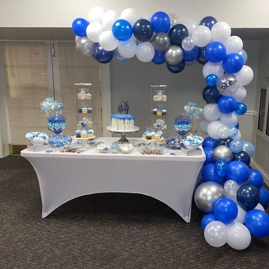 Balloons and dessert