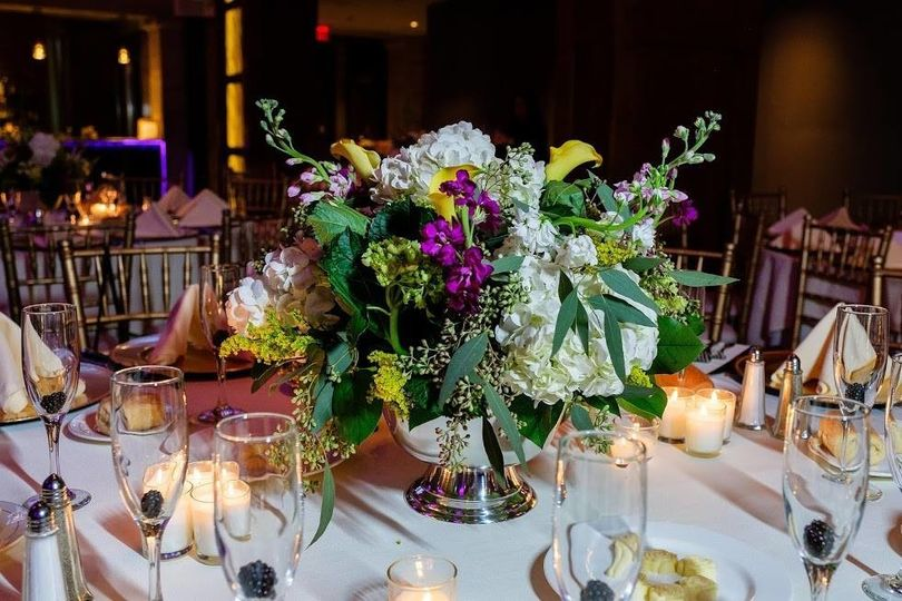 Floral table centerpiece and candlelit setup